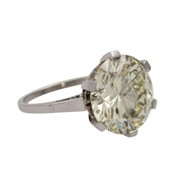 Eleganter Solitär Ring, bes. mit 1 Brillant 8,52 cts. GETÖNT N-O/VSI mit hervorragender Brillanz.