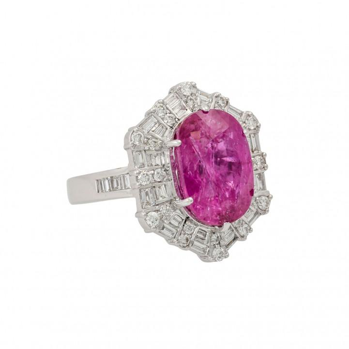 Ring mit Rubin von 7,74 ct und Diamanten